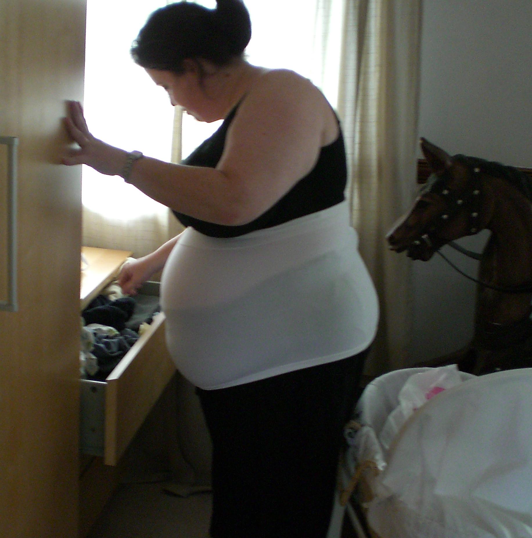 Lisa pregnant (35 weeks)